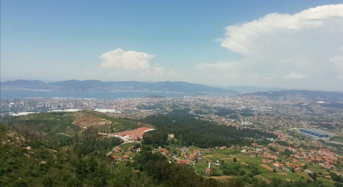A vista da #riadevigo dende o Mirador do Cepudo🌩️🌩️