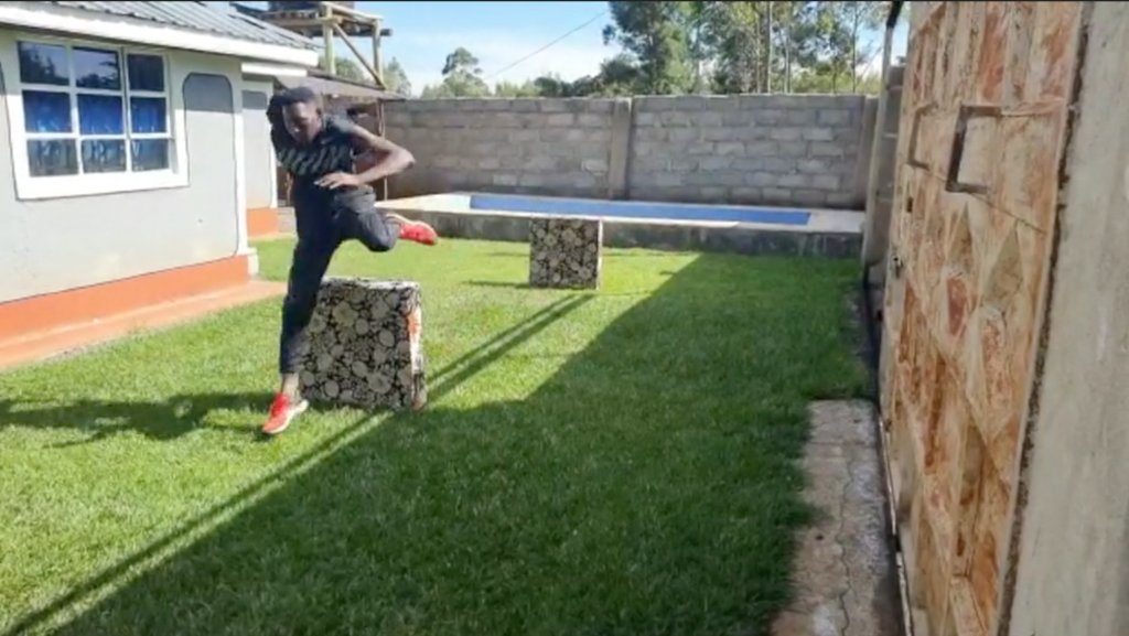 Reigning world and Olympic 3000m steeplechase champion @KipConseslus shares his home workouts, complete with a water jump in his backyard pool and couch cushions as hurdles.  (via @BBCSport)  How athletes around the world adapt to the 'New Normal' 👇  📰: https://t.co/yg0FYcKTRY https://t.co/tIgtoIzgrR