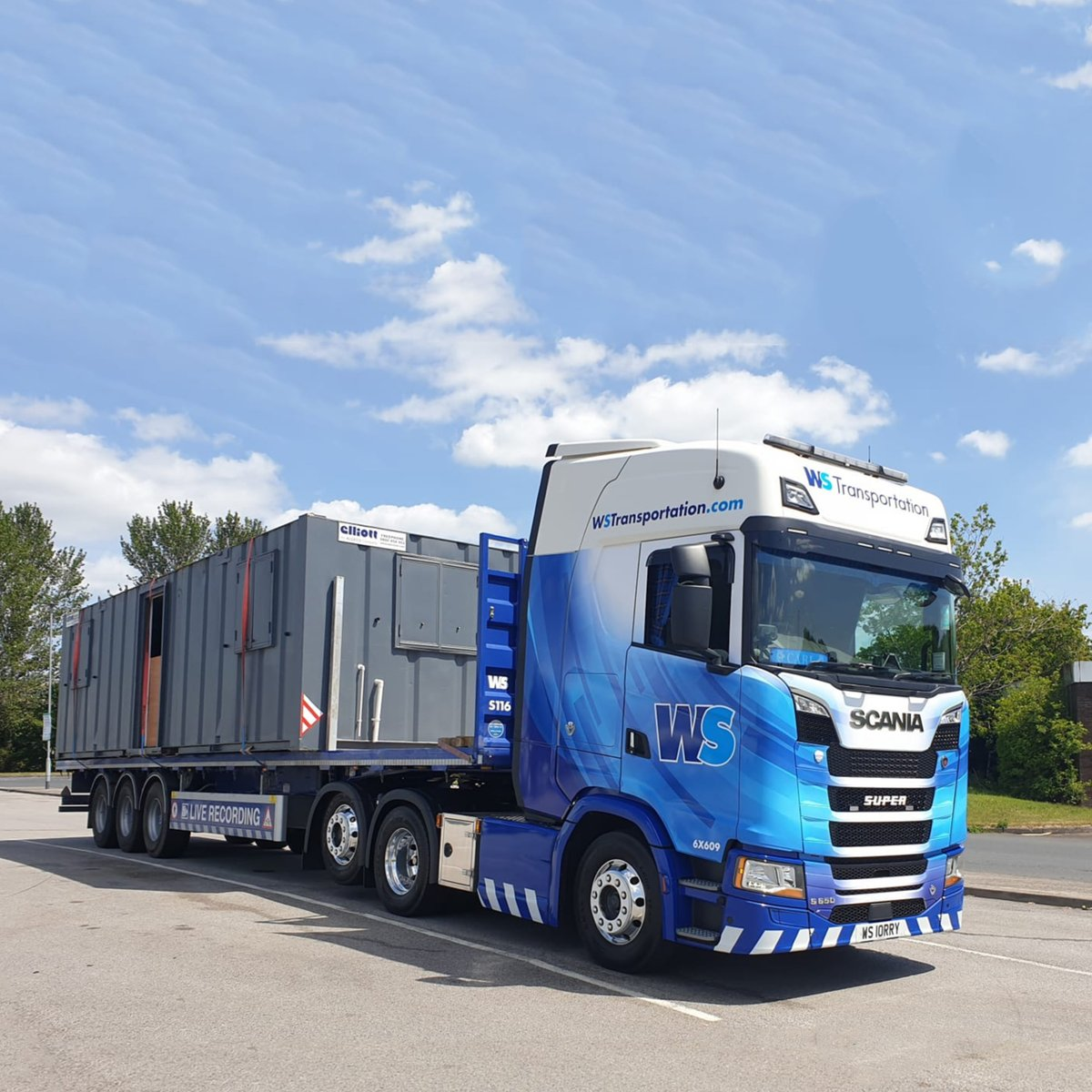 One of our trucks on route to delivery, looking great in the May sunshine.  #wstransportation #drivenbyperfection #truckwash #standards #complacencyruinsperfection #transport #logistics #transportation #haulagepic.twitter.com/zE38lVWewY