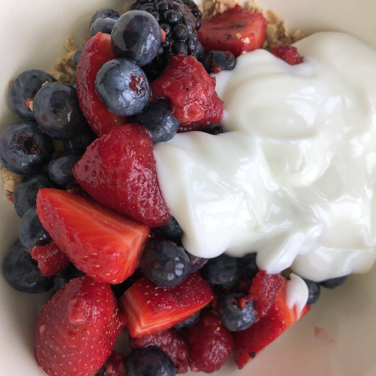 Love fresh fruit for breakfast  #HealthyEating #breakfast pic.twitter.com/EcZTgzxJDj