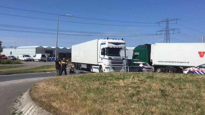 N222 thv Zwethlaan Honselersdijk afgezet richting veiling na ongeluk. Verkeer loopt vast u kunt beter omrijden https://t.co/LixJM3F7fI
