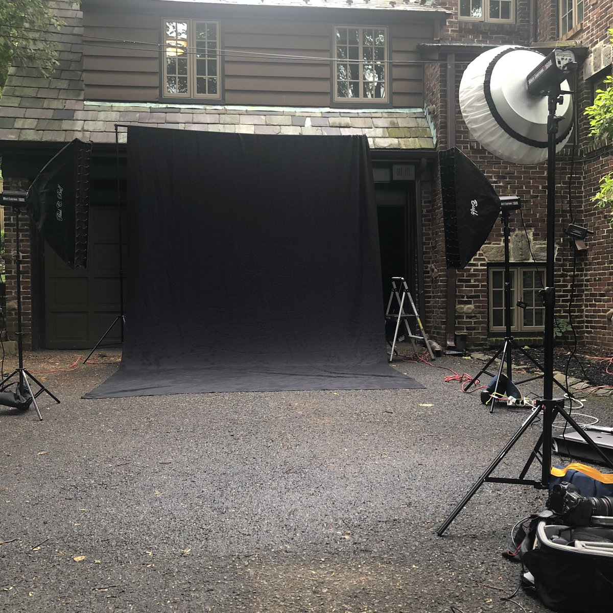 Outdoor studio!  Let's do this!  #seniorphotos #seniorphotoshoot #seniorphotography #2020graduate#setonhallprep #highschoolseniorportraits #highschoolathlete #athleteportraitspic.twitter.com/ZRQneDjXpV