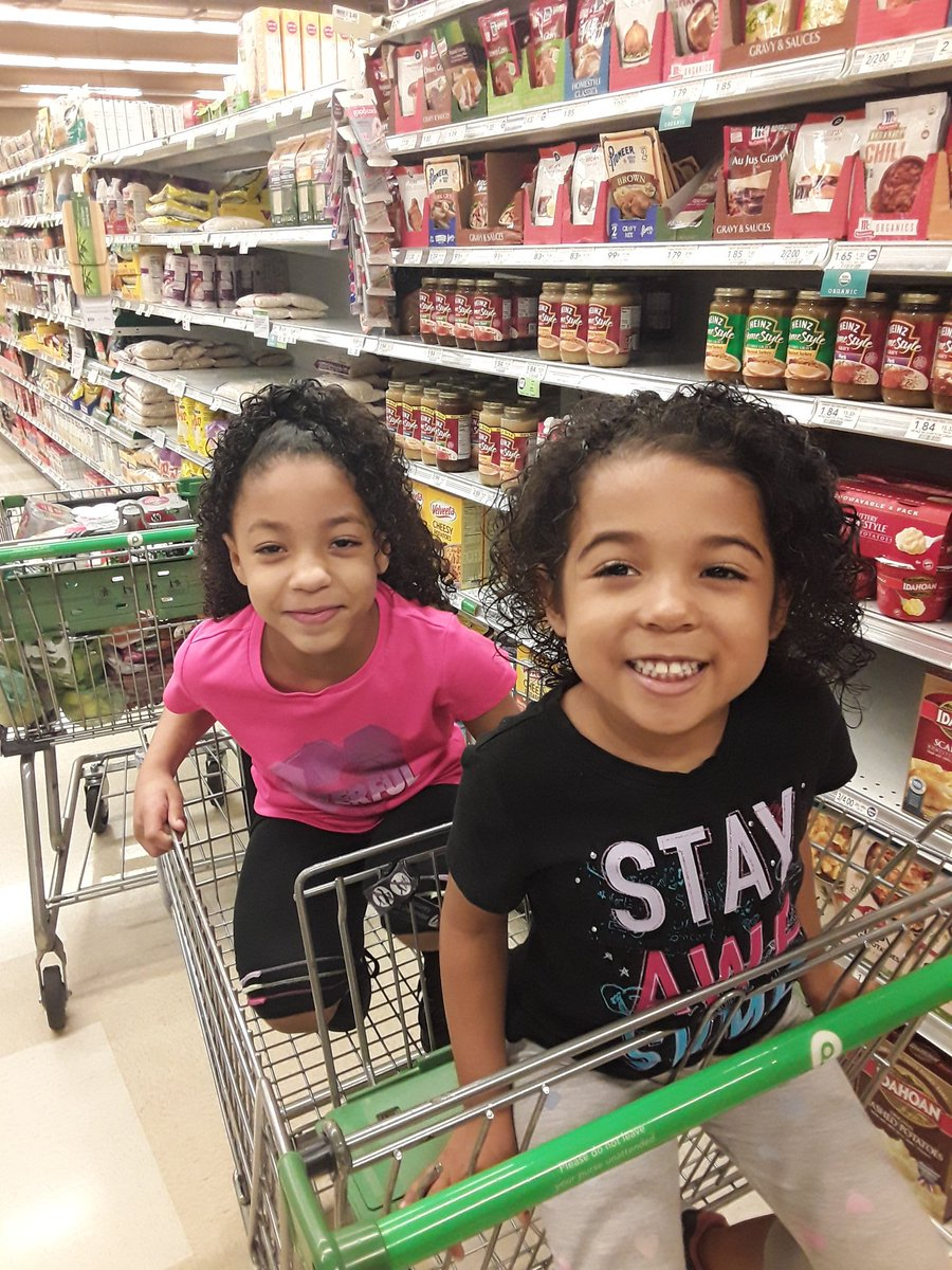 Grocery shopping with these clowns is always an experience! Lol. #DaddysGirls pic.twitter.com/KGKgnIHMv9