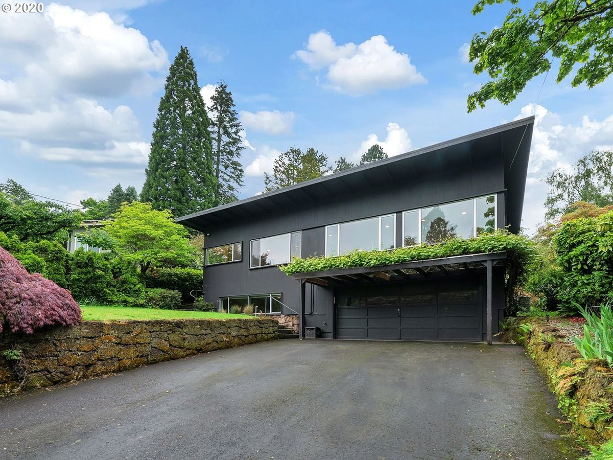 List pending! 4544 SW 27TH Ave, Portland, OR 97239 - $795,000 - MLS 20375975. Listing Courtesy Windermere Realty Trust. Contact us at info@360modern.com for more information! #360modern #moderndesign #modernhome #midcenturymodern #mcmpic.twitter.com/ixe33mZT8A