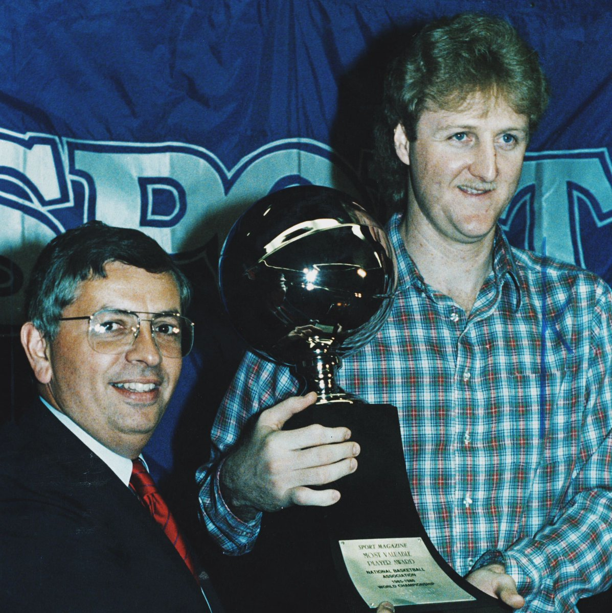 Larry Bird is the last player to win three consecutive MVPs  On this day in 1986, he joined Wilt Chamberlain and Bill Russell as the only three to ever do it  <br>http://pic.twitter.com/25rCdbAh7u