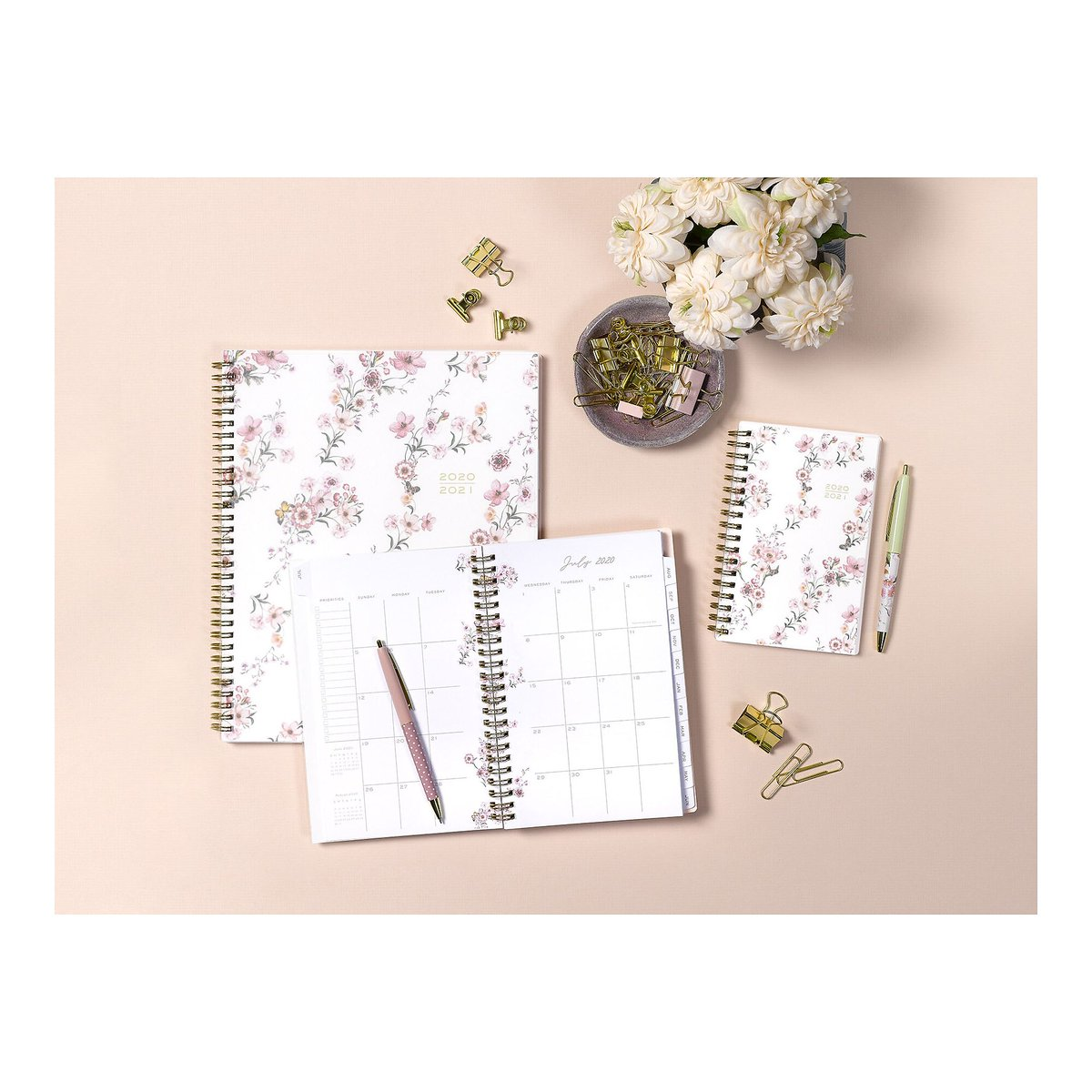 What's plum, floral and makes organizing fun? The new 2020-2021 line of goodies from @plumprettysugar for @blueskyplanners of course! @people recommends the line for looking luxe and staying affordable: https://t.co/cwB9P4xWAQ https://t.co/oNGymXM4vS