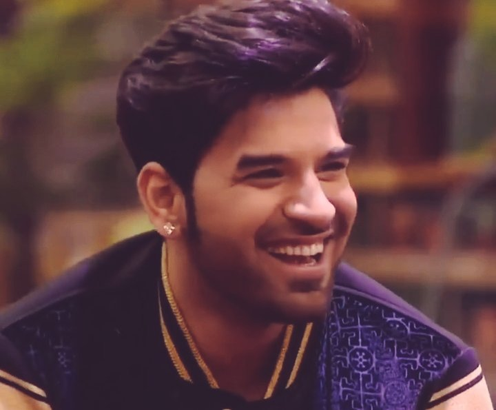 Life is easy when you smile.. @paras_chhabra   #HeartThrobParas<br>http://pic.twitter.com/U0dJapS6Vp