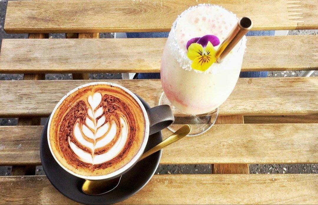 Coffee OR Smoothie OR Both?  #Foodie #Foodpic.twitter.com/ODXtwA2Xuz