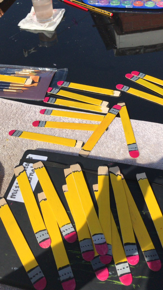 Spending a sunny afternoon creating class name sticks - a great technique to manage carpet discussion! Plus I get to do some painting! #edutwitter <br>http://pic.twitter.com/DPg8XkA8vY