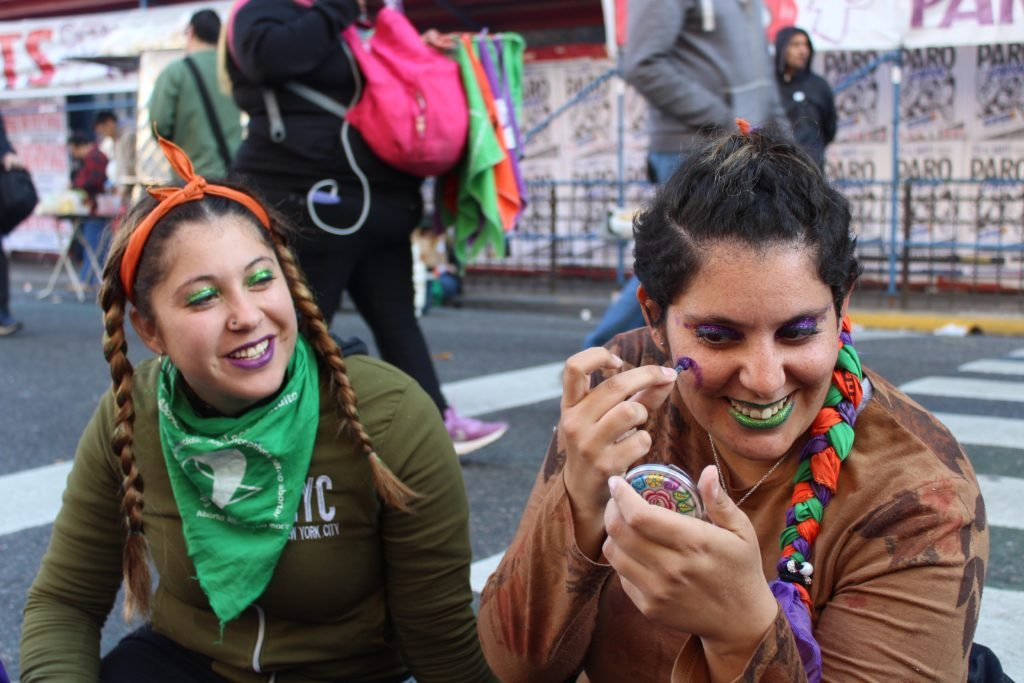 Today's a big day in Argentina - it's the 15th anniversary of the National Campaign for Legal, Safe & Free Abortion!  I wanted to do a thread about what's going on for folks who might be curious   #QueSeaLey #AbortoLegalYa #AbortoLegal2020 @CampAbortoLegalpic.twitter.com/ujpgCpFPew