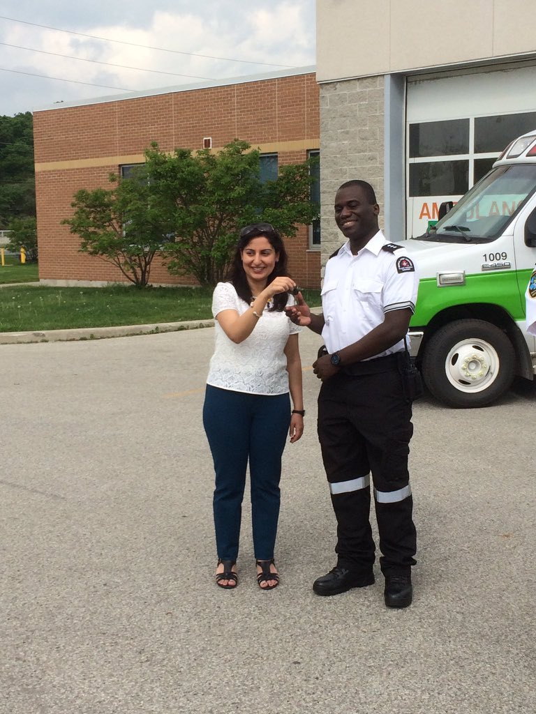 DYK, many of the vehicles used by @SJAOntario are retired vehicles from regional services? Thanks to @RegionofHalton and @ChiefGSage for your donations from time to time of retired @HaltonMedics207 vehicles. Thank you for all you do for the community! #ParamedicServicesWeek https://t.co/Ln3gOVAofh