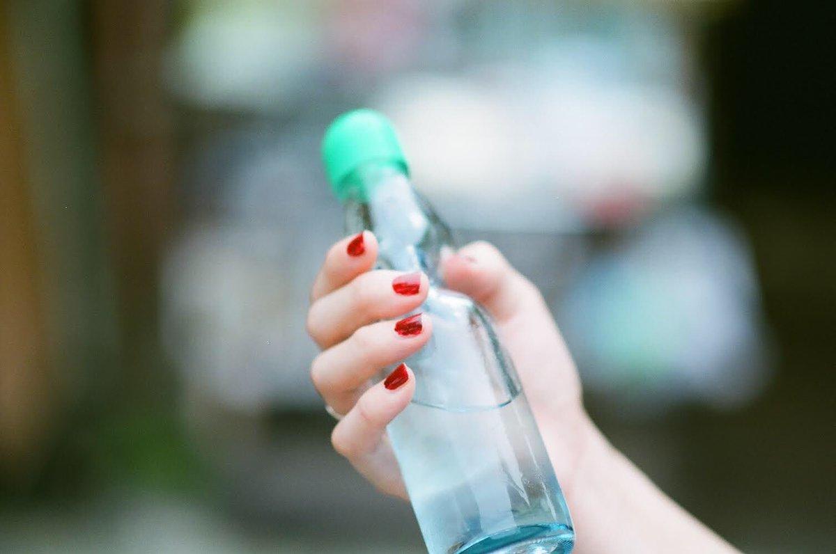 先に飲む君の口紅が赤らめたソーダの透明これ以上は夏  #短歌 #tankapic.twitter.com/AEYjfSARkT  by 真下春