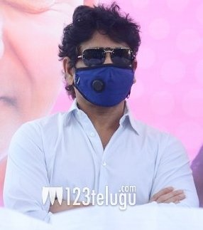 OMG.. He looks so stylish, glamorous & sauve even with a mask. NAG @iamnagarjuna you are undoubtedly the best looking star. #Period  pic.twitter.com/S5EEtRkCKL