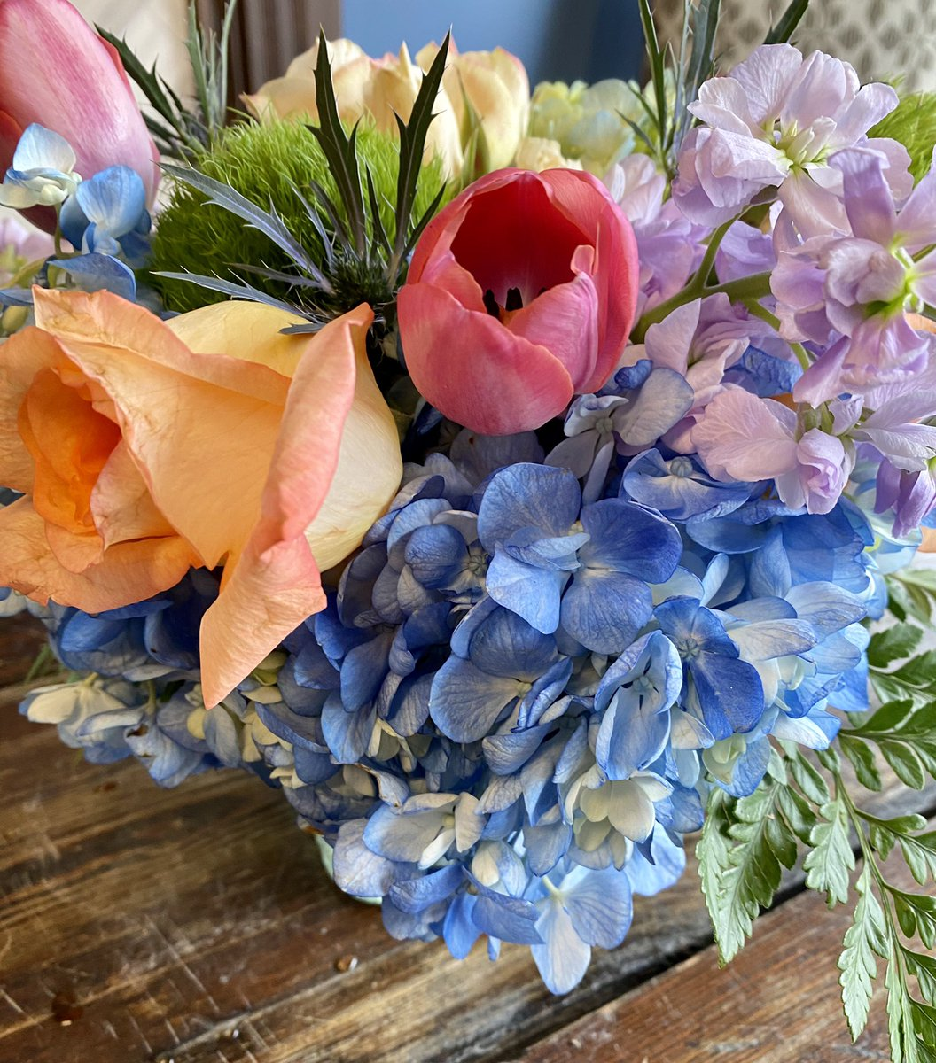 Who could use a reminder that they are appreciated? Comment below, use #FlowersForHeroes and nominate a teacher, nurse, grocery store worker or restaurant worker who needs a surprise delivery of beautiful flowers! @sportsandra @BotanyBayFlower #Win #Giveaway