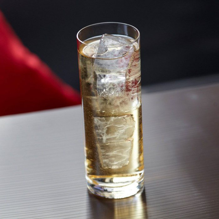 Long vodka (Alcoholic)  Highball glass  5 cl Vodka  1/2 Lime  4 dashes Angostura bitters  1 dl Schweppes Tonic water  4 Ice #cocktail #drink #recipe #bar pic.twitter.com/SbfExAQmON