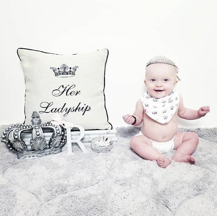 Bibs fit for royalty! .  @raising_little_kings . . .  . . #ziggleuk #baby #love #picoftheday #customerpic #babyclothing #babyessentials #babyproducts #babyaccessories  #kidsstyle #babystyle #babyfashion #newbabygift #babygiftideapic.twitter.com/lqv58qTRgP