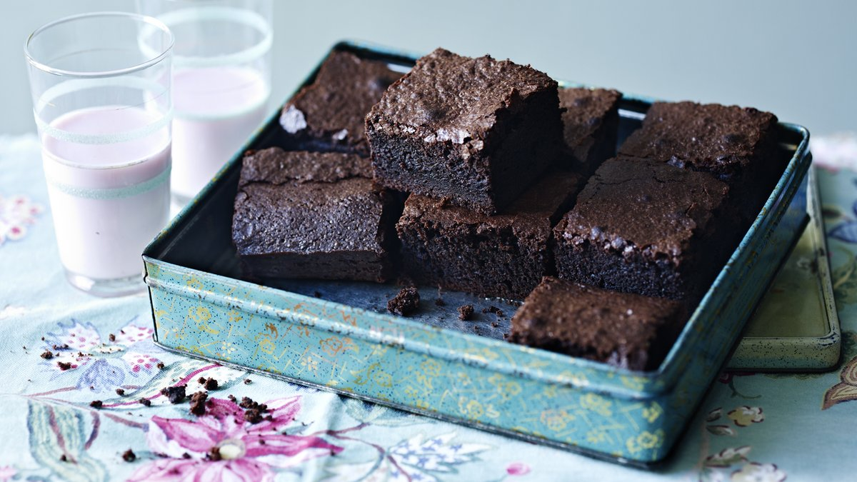 Keep brownies classic with our most-rated recipe 😍 https://t.co/fShVcgEaTX https://t.co/09FUUza3Tz