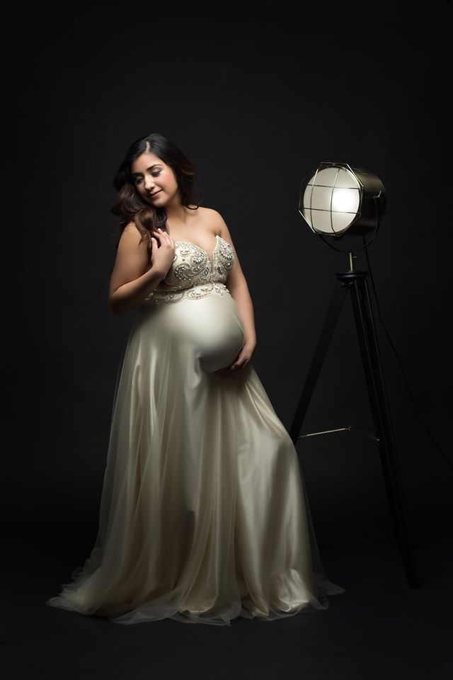 We love pampering our clients and helping them feel glamorous. Our collection of amazing gowns is constantly growing as well.  #fineartphotographer #photographyDFW #maternityportraits #maternityphotoshoot pic.twitter.com/DbZJzAo9I8