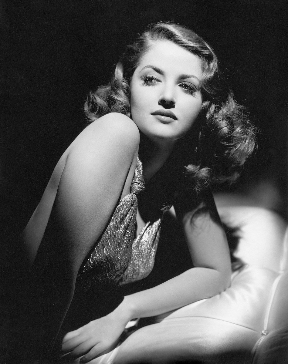 Martha Vickers was born May 28, 1925, in Ann Arbor, Mich. She was one of the loveliest of Warner Bros. '40s startlets, making an unforgettable impression as the rebellious Carmen Sternwood in the classic noir The Big Sleep. #classicmovies #filmnoir<br>http://pic.twitter.com/IwNIntyk3k