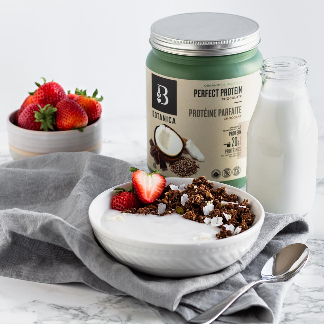 Yes, you can have chocolate for breakfast with this Protein Packed Chocolate Granola! Loaded with oats, nuts and seeds, cocoa, and plant based protein powder, this granola is satisfying and super delicious. https://t.co/LDcA9BqTEz https://t.co/ik7ves8J2i