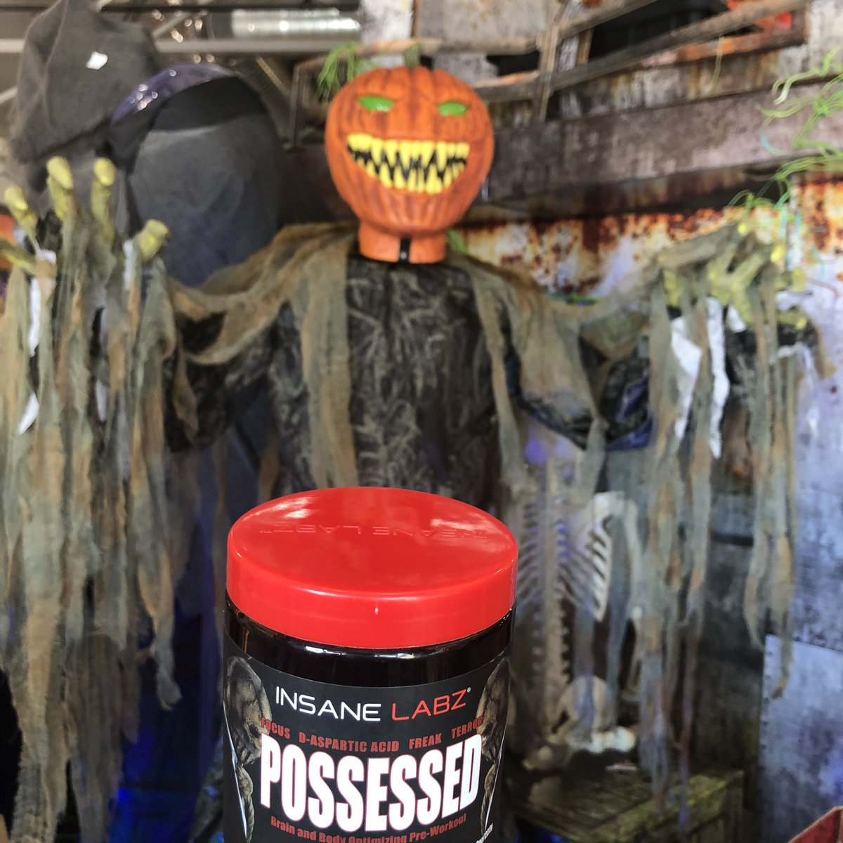 Feel as if you are #possessed for your training and become supernatural with the best supplements on Earth! JOIN THE ASYLUM! Use code ALIVE25 at http://www.insanelabz.com to save 50% off of all orders and be sure to follow @insanelabz! #jointheasylum #fitnessmotivation #fitlifepic.twitter.com/LXNKM6w4Q6