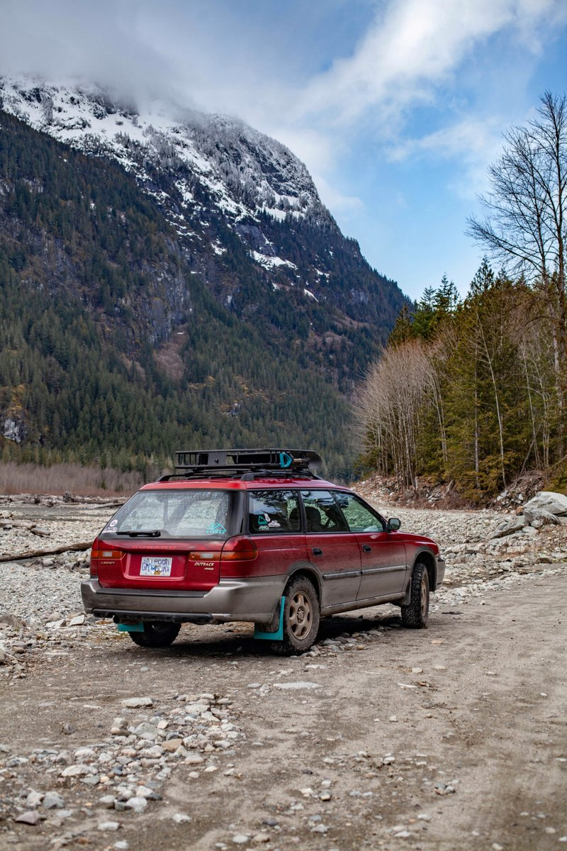 Something about a '96 #SubaruOutback...😍. Share your favorite #TBT adventure shots with us from past road trips! (📸: Maya) https://t.co/OI6jTJLvpQ