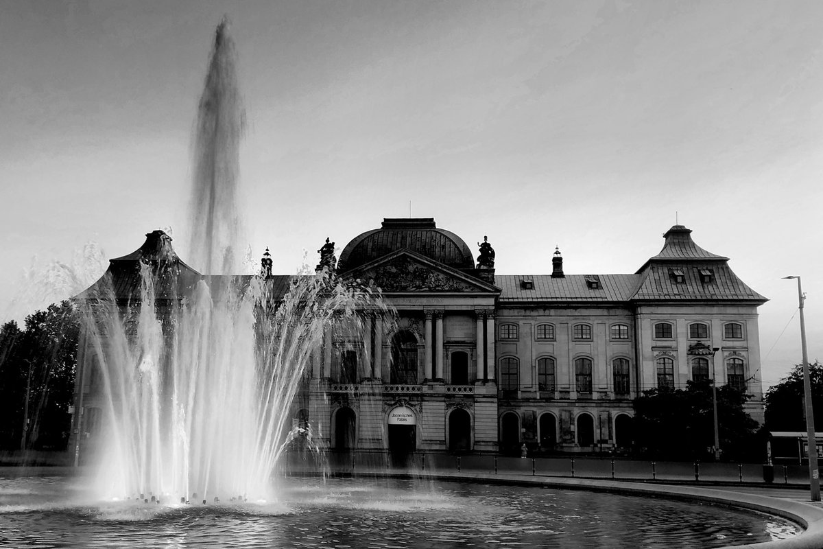 The heart of the people is a deep well  #dresden #photography #blackandwhite #monochrome #heimatliebe #photopic.twitter.com/WVhuOjtxFi
