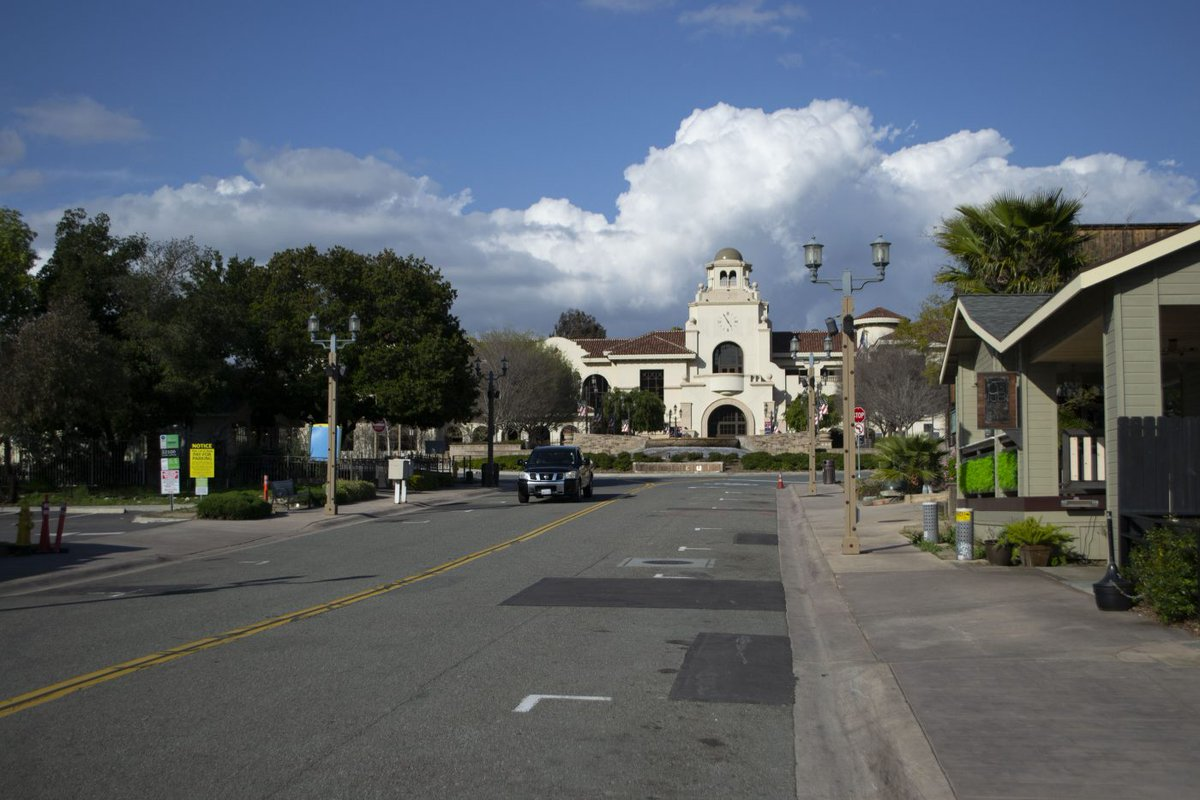 #Temecula The Temecula City Council on March 26 approved a change to the city's Old Town Specific Plan that will allow four-story hotels to be developed in the Old Town area.  https://myvalleynews.com/temecula-city-council-approves-amendment-to-allow-four-story-hotels-in-old-town/ …pic.twitter.com/tPyAkqr5Fi