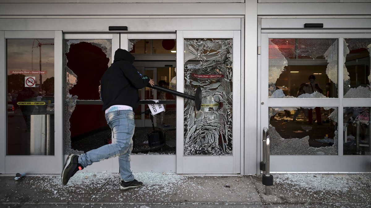Protestors Criticized For Looting Businesses Without Forming Private Equity Firm First https://t.co/rbdfMJOiQ8 https://t.co/YHY3sZaxAU