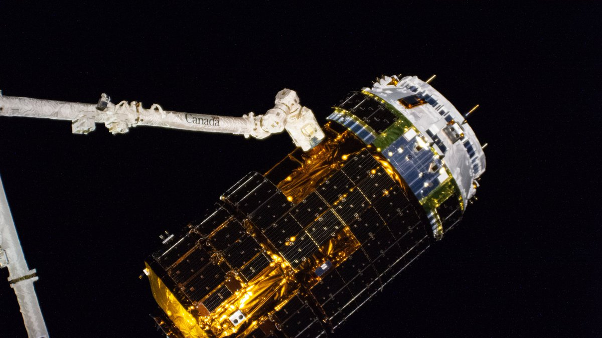 Japan's HTV-9 cargo craft arrived on Monday packed with supplies for the Exp 63 crew. go.nasa.gov/2M4zJPy