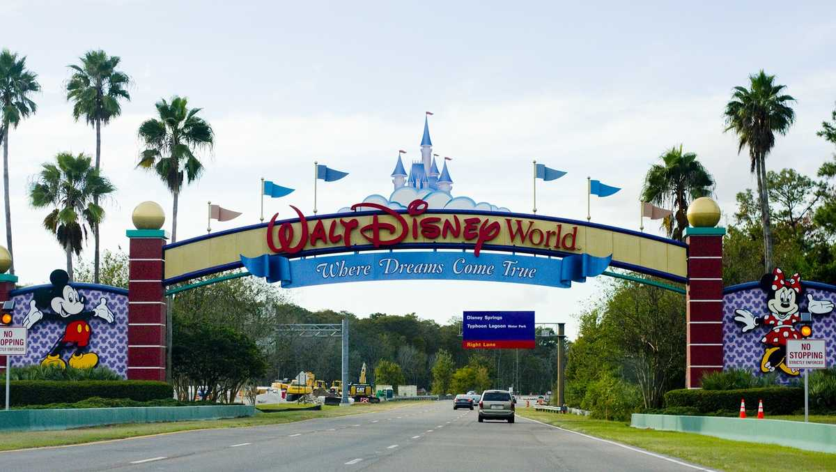 """#Coronavirus @Hearst @WESH  @WaltDisneyWorld is opening the NK and AK Parks 7/11 and Ep and HS 7/15.  CEO Bob Chapek says this about why Disney is waiting more than a month longer than competitors:     """"We want to make sure that we do it in a responsible way."""" https://t.co/NkJdiDmZAL"""