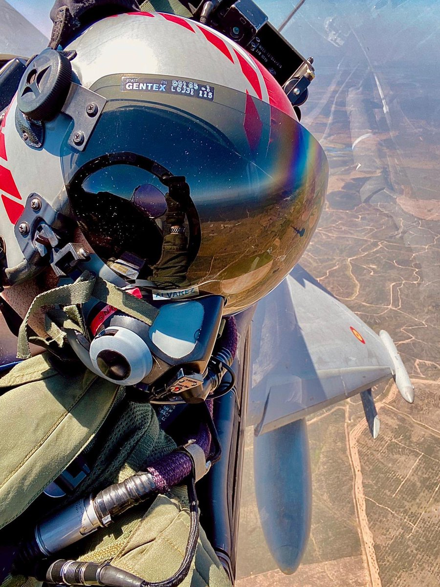 Josh's Turn  My friend Cap. José Álvarez 🇪🇸captured this great 📸 during a recent flight. #EurofighterTyphoon - what an awesome piece of #technology Made in Europe.  #WeMakeitFly #DefenceMatters #Ala11  @AirbusDefence @eurofighter @EjercitoAire @BAESystemsAir @LDO_Aircraft https://t.co/6JmT1805Dn