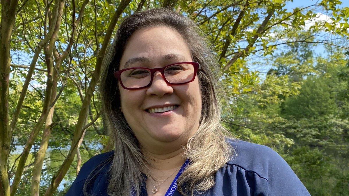 ¡Felicidades a la Maestra del Año de <a target='_blank' href='http://twitter.com/CIS_APS'>@CIS_APS</a>, Denise Santiago! Denise ejemplifica las mejores cualidades de una maestra al impartir morales para inspirar a los estudiantes a convertirse en jóvenes seguros de sí mismos en una comunidad diversa.  <a target='_blank' href='https://t.co/EfxMeShz7M'>https://t.co/EfxMeShz7M</a> <a target='_blank' href='https://t.co/8AwVUp6hYQ'>https://t.co/8AwVUp6hYQ</a>