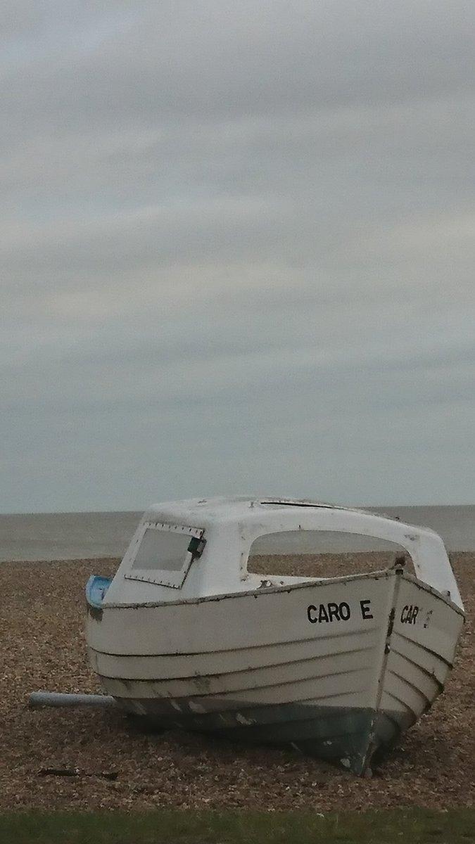 A boat on Brighton beach. #DailyPictureTheme #boat pic.twitter.com/1M23rpkaqJ