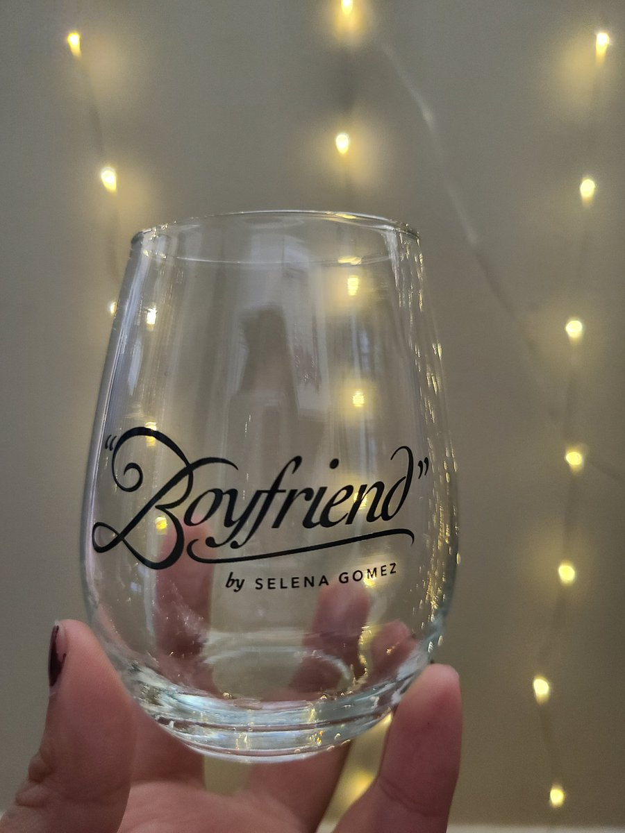 """""""It's not what a need but..""""  Who am I kidding I needed these!! #boyfriend #streamRarepic.twitter.com/RYWlDlufkr"""