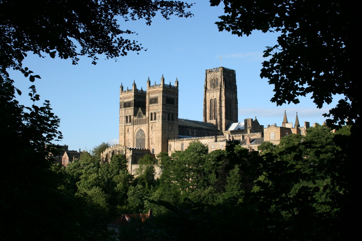 Before it's finally brushed under the carpet, I'd like to share my favourite images of our stunning medieval city #Durham. After lockdown you really should pay us a visit, after all we're just a short drive from London   #cathedral #castle #culture #heritage #history #medievalpic.twitter.com/njSE7bY5w7