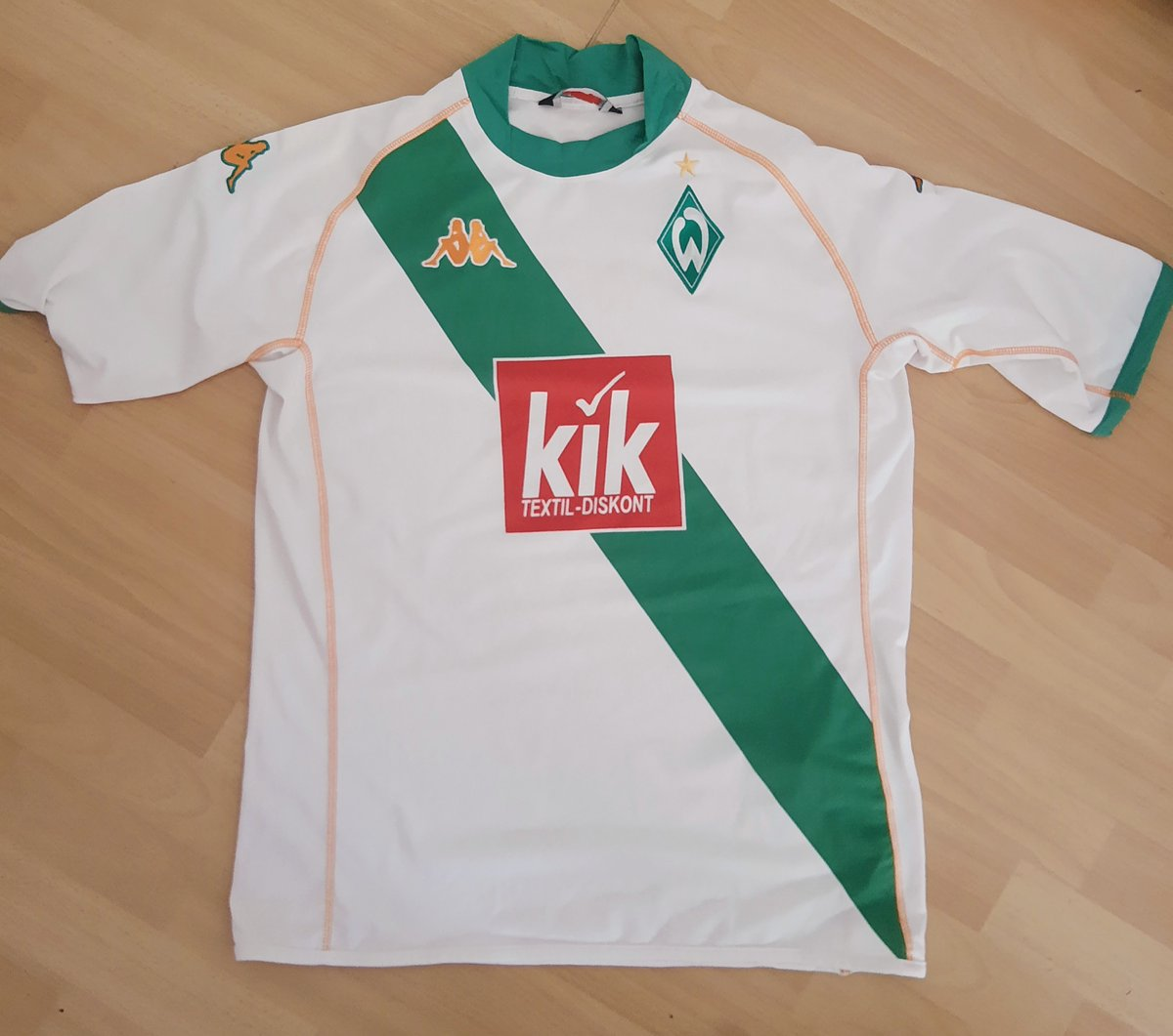 To celebrate the release of Issue 2 at the end of next week we're giving away this 2004/05 @werderbremen_en Away Jersey in XL to one lucky person.  To win the shirt: 1. RT + like this post 2. Follow   @halbvieruk https://t.co/OYn0nonDHx