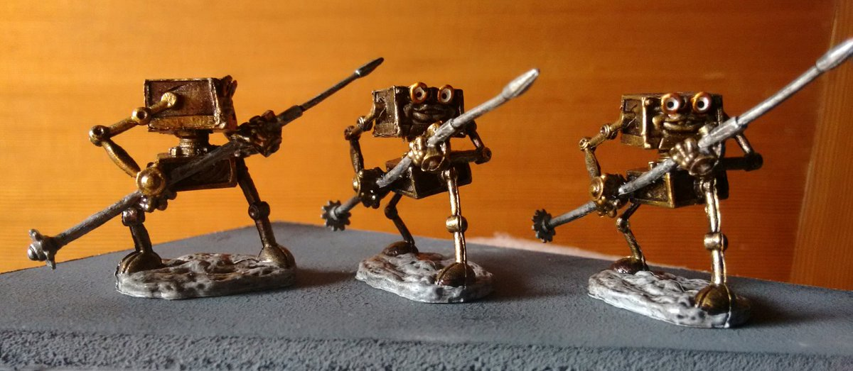 """Added tiny gears to the spear-butts. Nice """"Tusken gaffi stick"""" look! #DnD #Miniatures #Modronspic.twitter.com/MTtGNc69bS"""