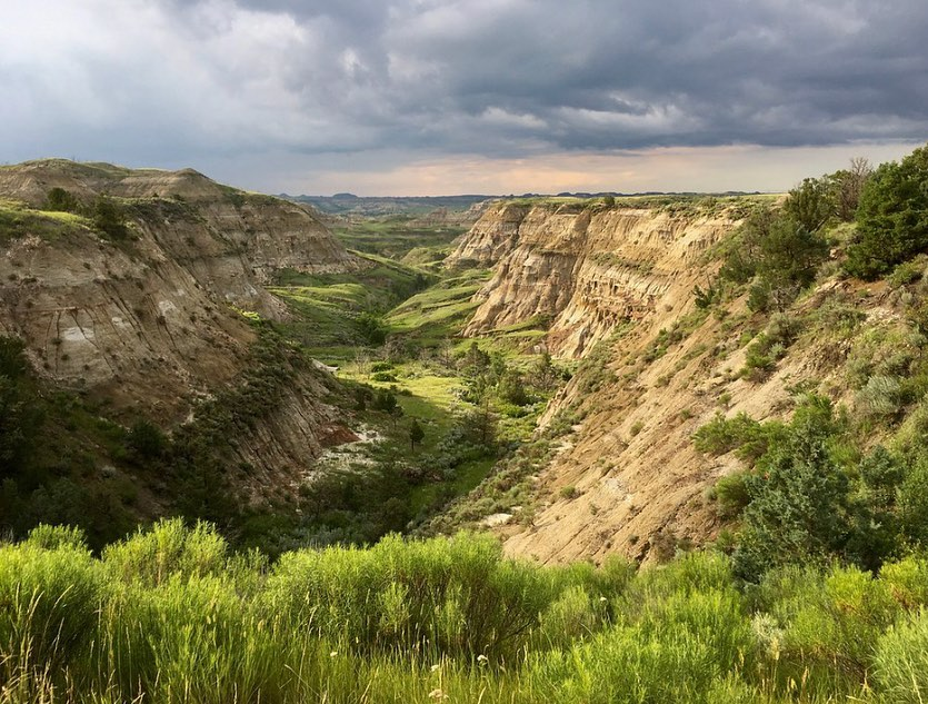 A charming town with a breath-taking landscape right in its backyard. We ❤ Watford City.  #BeNDLegendary https://t.co/kgUguU4dw6  📷: Watford City, ND https://t.co/QCUXcrOaGM
