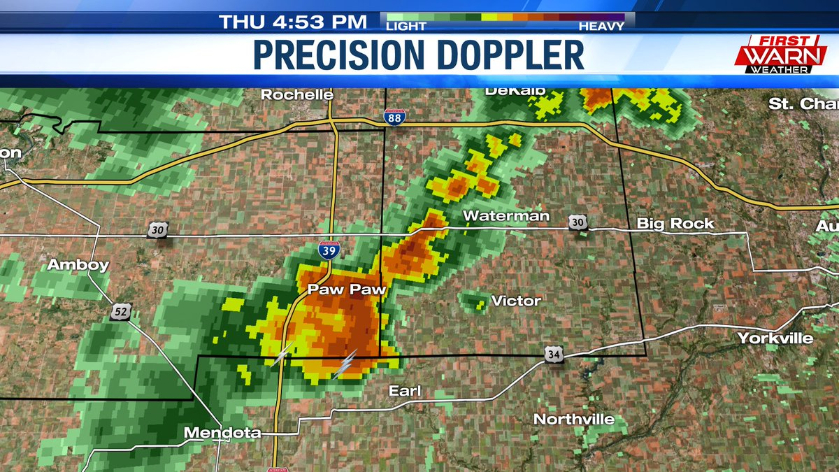 Thunderstorm located near Paw Paw will be capable of producing wind gusts 50-55mph as it continues to move east.  Very heavy rainfall also possible w/ this storm. @MyStateline #ilwxpic.twitter.com/a5eid9crIe