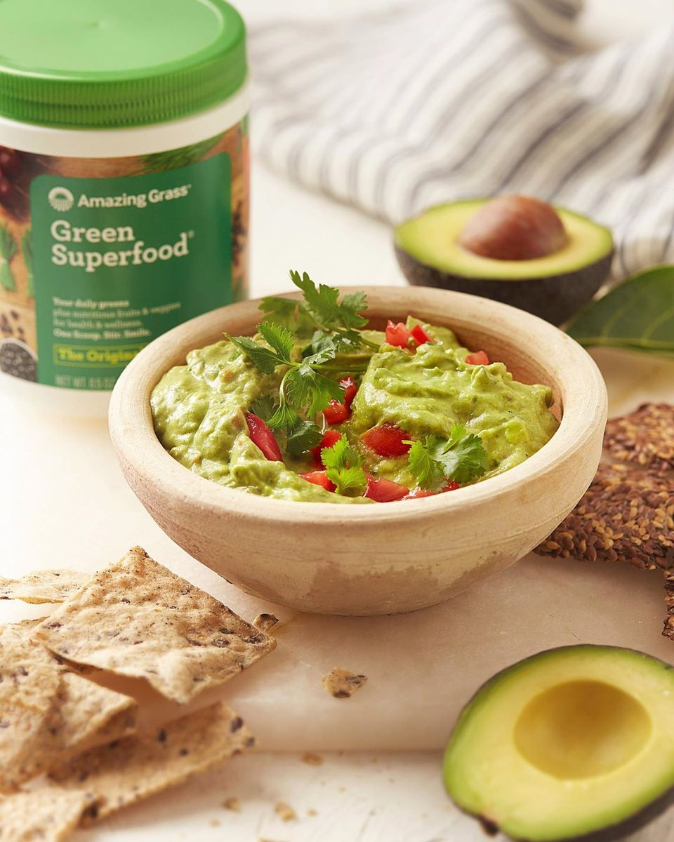 I've hit guac bottom, and I'm not even mad about it. 🥑  Creamy Superfood Avocado Dip: 3 Avocados 1/3 Cup of Mayonnaise 1 Tomato 1 Large Jalapeno 2 Tsp Lime Juice 1.5 Tbsp Cilantro ½ Scoop Amazing Grass Original Green Superfood Salt & Pepper  Recipe & repost via @amazinggrass 🌱 https://t.co/Y9qMmuJn32