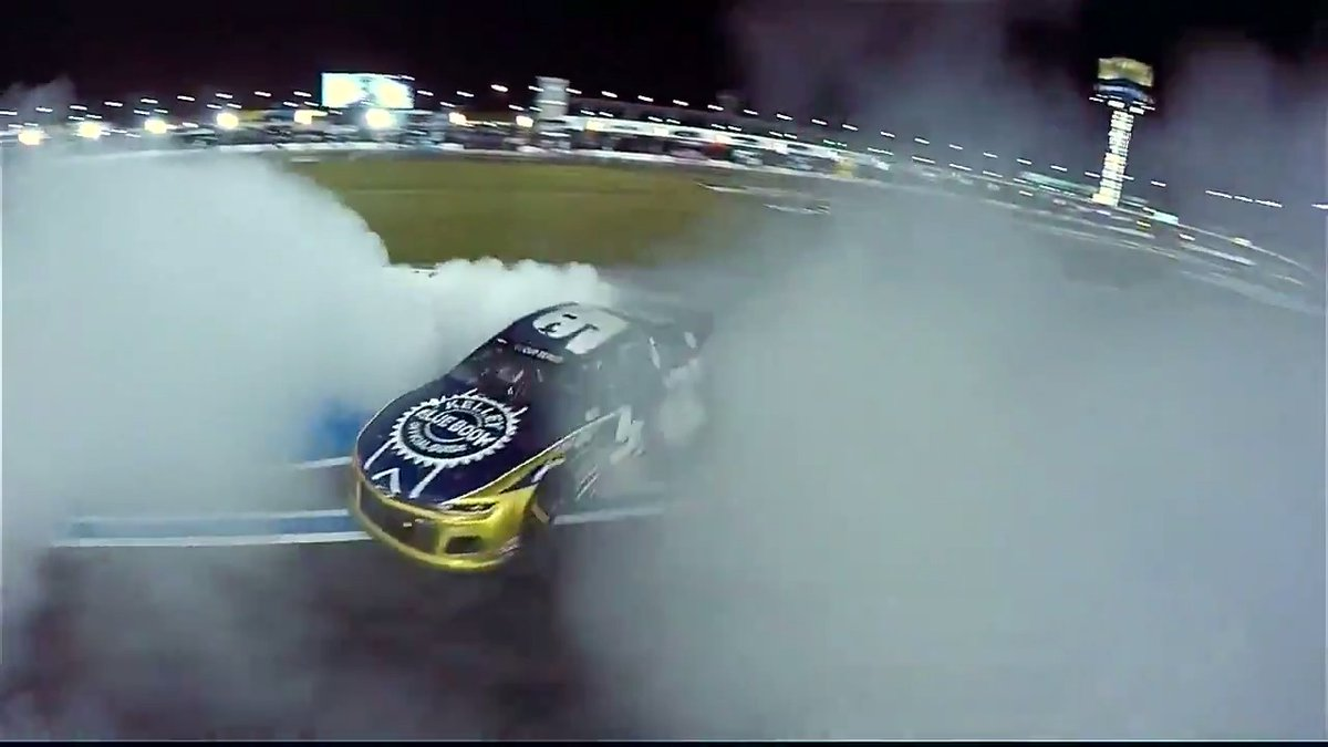 Nothing better than the sound of @chaseelliott's burnouts @CLTMotorSpdwy! 🙌