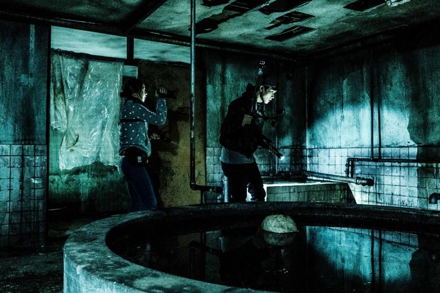 "Hit Horror Film ""#GonjiamHauntedAsylum"" Is Getting A Hollywood Remake  https://www. soompi.com/article/140330 0wpp/hit-horror-film-gonjiam-haunted-asylum-is-getting-a-hollywood-remake  … <br>http://pic.twitter.com/Aw2Kjp69pG"