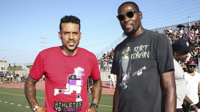 Matt Barnes explained how he was on the verge of pursuing an NFL career before Don Nelson and the Warriors offered him a chance 🤯  https://t.co/y5cHNHwiJM https://t.co/HiGKXdXUsR