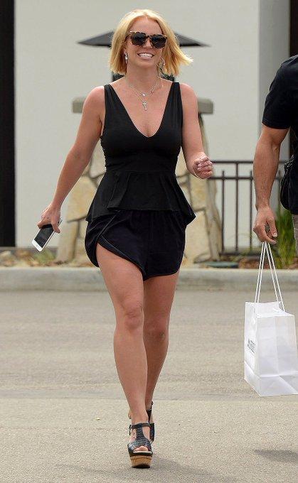 Britney Spears  - Σελίδα 35 EZJWYIdWkAAP1B7?format=jpg&name=small