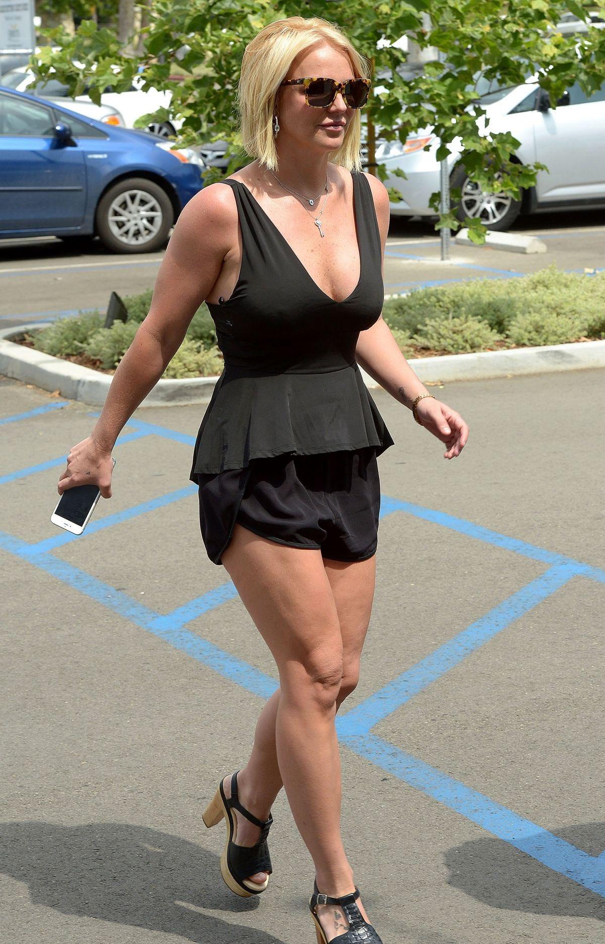 Britney Spears  - Σελίδα 35 EZJWYIgX0AAi9zW?format=jpg&name=large
