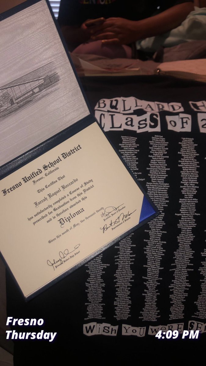 what a way to receive a diploma, #drivethru  pic.twitter.com/8CyTwPIrCM