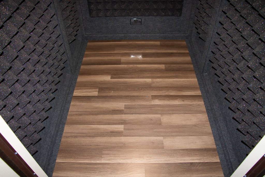 4'x6' LA Vocal Booth Insulated Hardwood Flooring ⁣  #vocalbooth #recordingbooth #soundbooth #recordingmusic #recordingstudio #recordingvocals #musicstudio #homestudio #homerecordingstudio #studiosession #recordingartist #voiceoverbooth #boothpic.twitter.com/G0pz6zxfyP