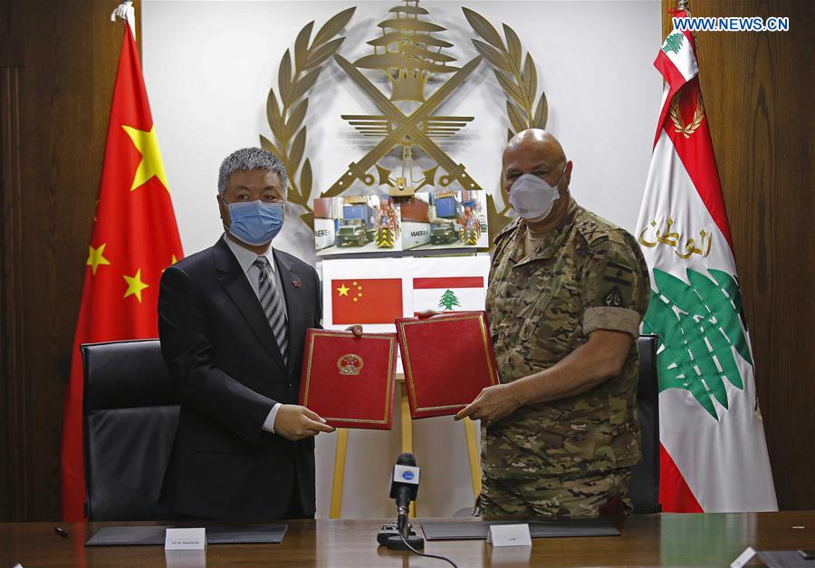 The Chinese People's Liberation Army on Thursday donated surgical face masks, goggles, protective clothing and other medical supplies to the #Lebanese army to help combat #COVID19. https://t.co/ozrm6uZm4V