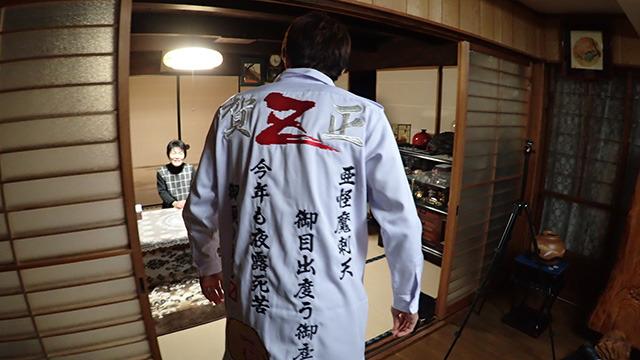 特攻服を着て実家に帰った記事。なんとこれ日本郵政の広告記事でした。 / ヤンキー、年賀状になって実家に届く  #DPZ